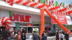 Onur Market'in Namazgâh şubesi yenilenen yüzüyle hizmete girdi