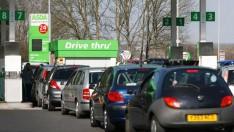 İngiltere'deki süpermarketlerden benzin fiyatı atağı