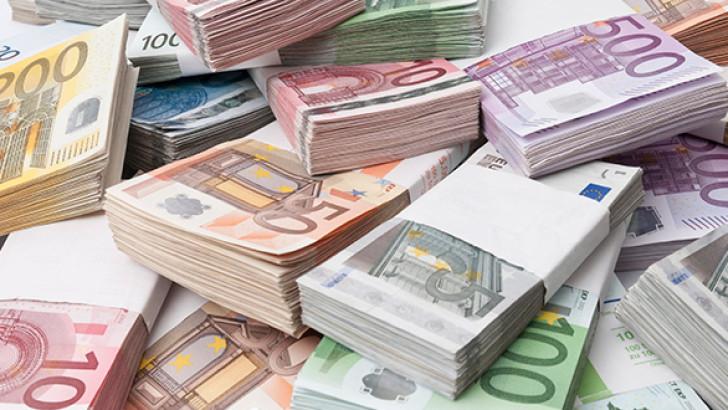 Euro yılın zirvesinde