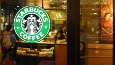 Starbucks'tan Trump'a mülteci hamlesi