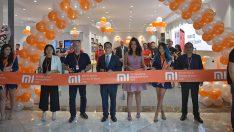 Türkiye'nin ilk yetkili Mi Store'nun açılışında uzun kuyruklar oluştu