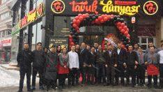 Tavuk Dünyası aynı günde 3 cadde restoranı birden açtı