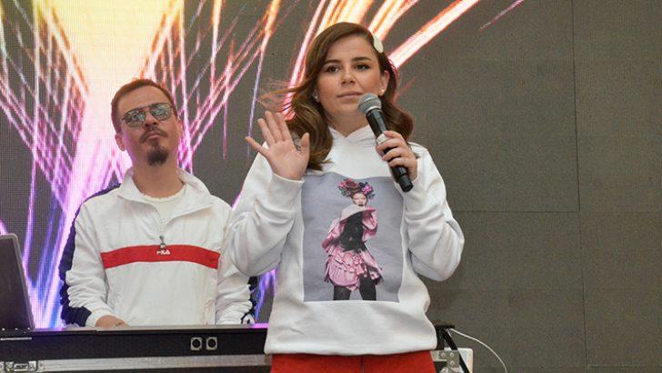 İstMarina AVM'de Merve Özbey ve Erdem Kınay Rüzgarı Esti