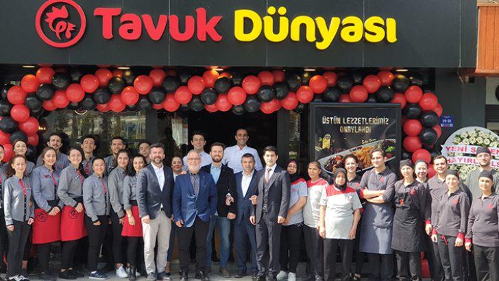Tavuk Dünyası, Çanakkale'deki 3. restoranını Cumhuriyet Caddesi'nde açtı